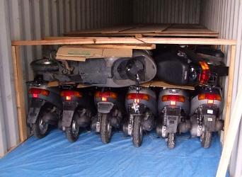 Японские скутеры - загрузка в контейнер при покупке в Японии