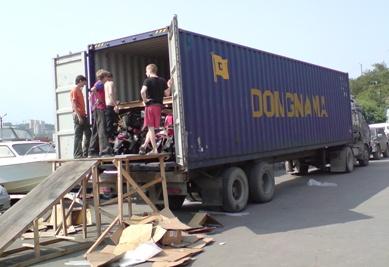 Выгрузка японских скутеров без предпродажной подготовки из контейнера